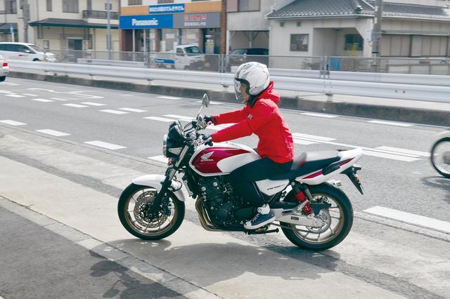 画像: 愛車はホンダCB400SF。プライベートでも一人でツーリングに行くほどのバイク好きな「梅ちゃん」こと、梅本まどかが、 日本全国のホンダドリームを旅する企画。今回は、杜の都、仙台! 5月12日にオープンしたばかりの新店にお邪魔しました。
