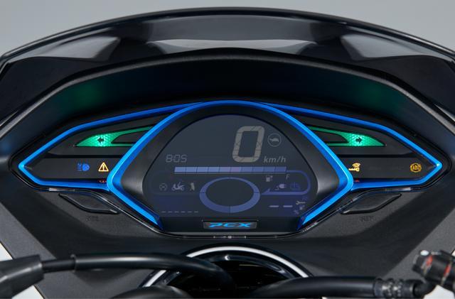 画像: ーターはEVシステムのさまざまな情報を表示するため、専用設計された。バッテリー残量表示や、システムが出力制限モードになった際に点灯する注意ランプ、充電中に点灯するインジケーターなども装備