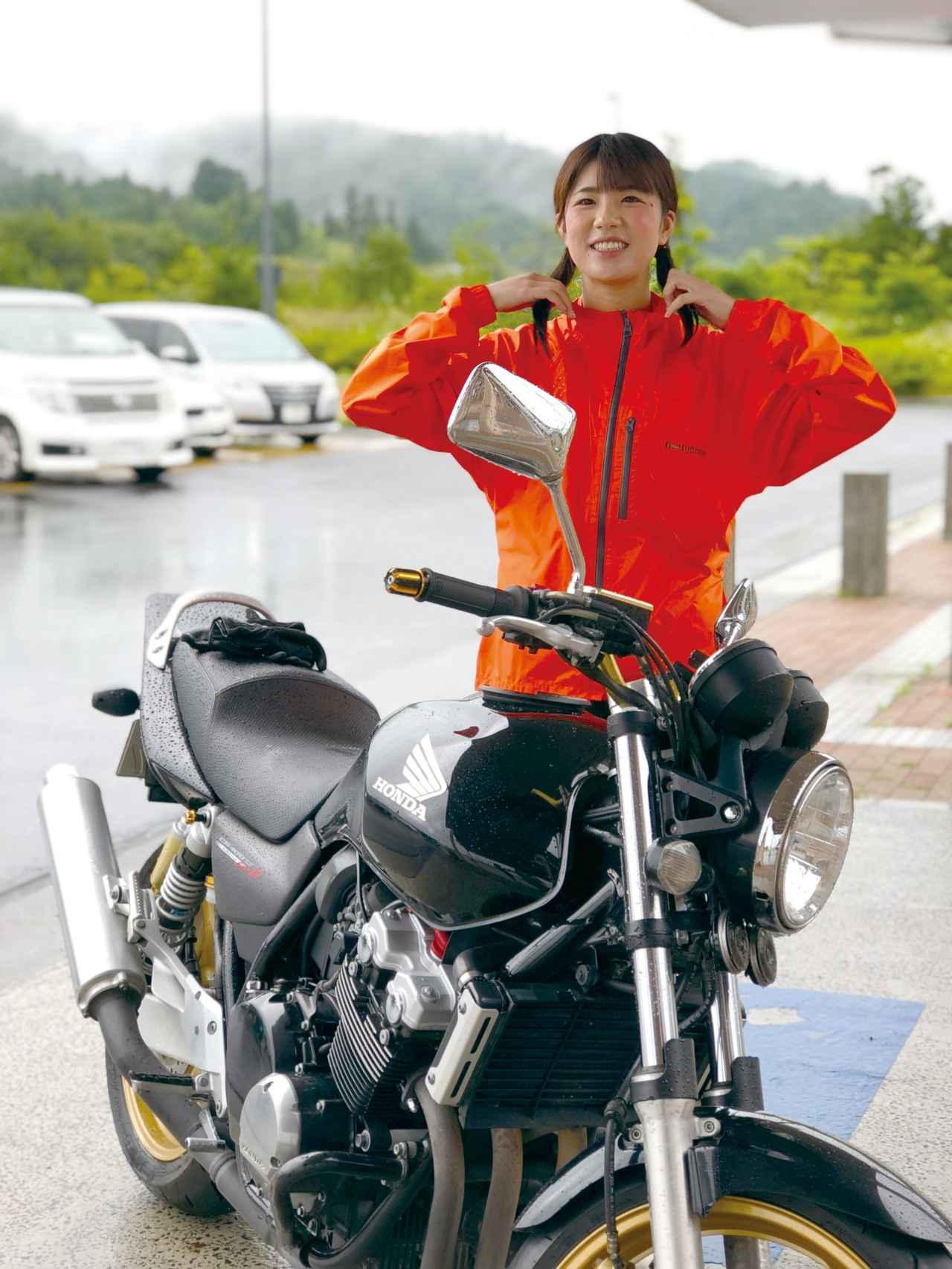 画像: いまでは雨の運転に不安なし。休憩時には、笑顔で髪の毛の水分を絞ってます!