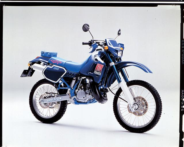 画像: KAWASAKI KDX220SR (1990/2) ●水冷ピストンリードバルブ単気筒●198cc ●35PS/8000rpm●3.2kg-m/7500rpm●107kg ●80/100-21・100/90-19●39万9000円