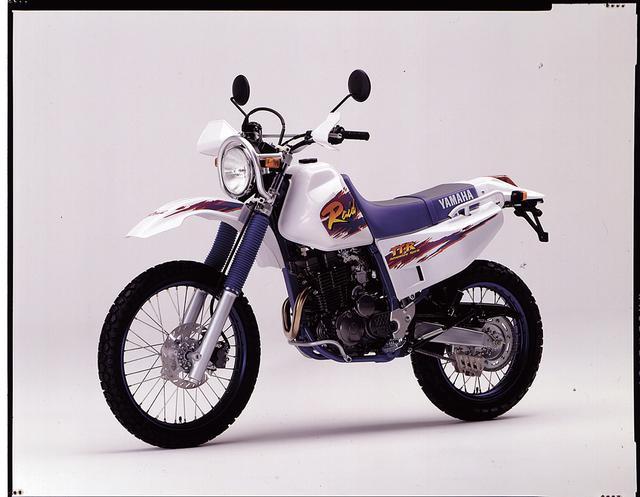 画像: 1995/3 YAMAHA TT250Rレイド ●空冷4ストDOHC4バルブ単気筒 ●249㏄●30PS/8500rpm ●2.8㎏-m/7000rpm●121㎏ ●3.00-21・4.60-18●48万9000円