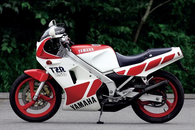 画像: 1985 YAMAHA TZR250 ●水冷2スト・クランクケースリードバルブ並列2気筒 ●249㏄●45PS/9500rpm●3.5㎏-m/9000rpm ●126㎏●100/80-17・120/80-17●54万9000円 ■1985年11月発売