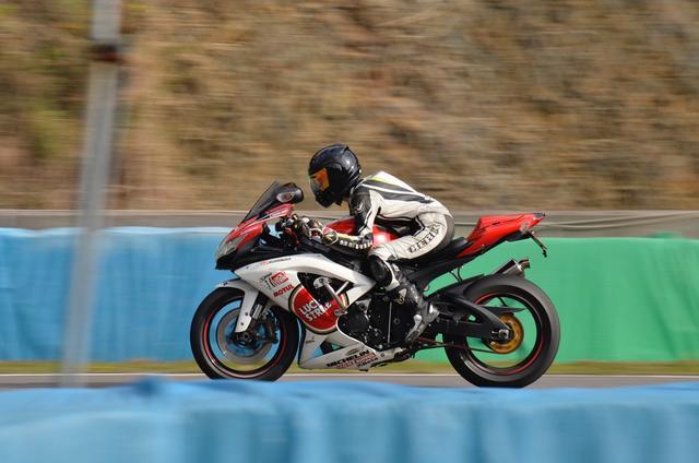 画像: オートバイ女子部で乗っているグロムで覚えた伏せ