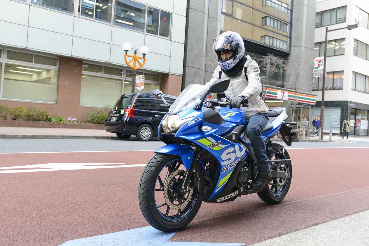 画像: 朝9時くらいのオートバイ編集部前。いつも、こんな感じで出発しています。