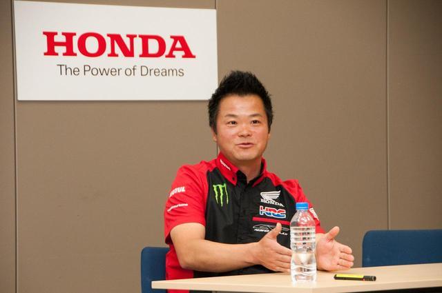 画像: ライダーやマシン以外にも「運営側」の強化が重要と話すHRCチーム代表の本田太一氏。