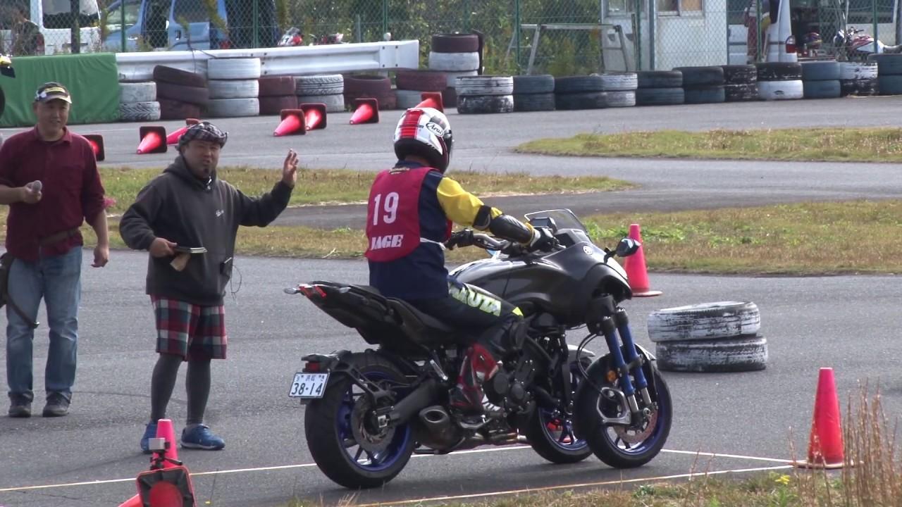 画像: 【※BGM無し】ヤマハの3輪モデル NIKEN で、ジムカーナ元王者がアタック! youtu.be