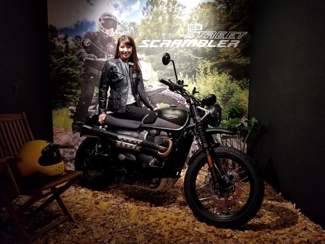 画像: 私が着てるジャケット、Tシャツ、パンツ、ブーツ 全てトライアンフの製品です!(レディース) さすがイギリスのメーカー!バイクだけじゃなく、ファッションもオシャレ。