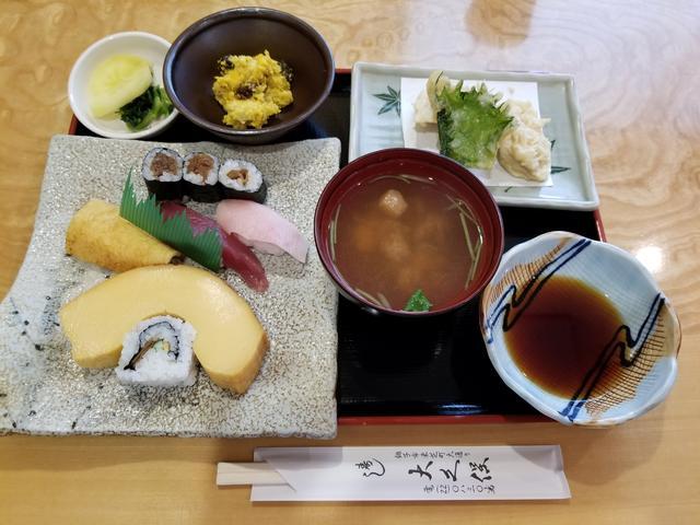 画像: お寿司と天ぷらのセットだよ!