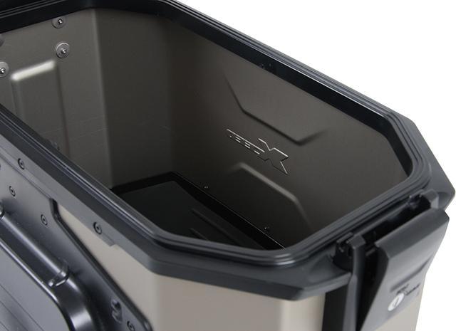 画像: ケースは完全防水とはうたっていないが、フタとケースの密着感は高そうだ