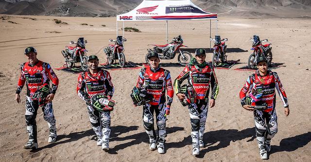画像: Monster Energy Honda Team 左からリッキー・ブラベック/パウロ・ゴンサルヴェス/ケビン・ベナバイズ/ホアン・バレダ/ホセ・イグナシオ・コルネホ。前回大会総合2位を獲得したのは中央のケビン・ベナバイズ