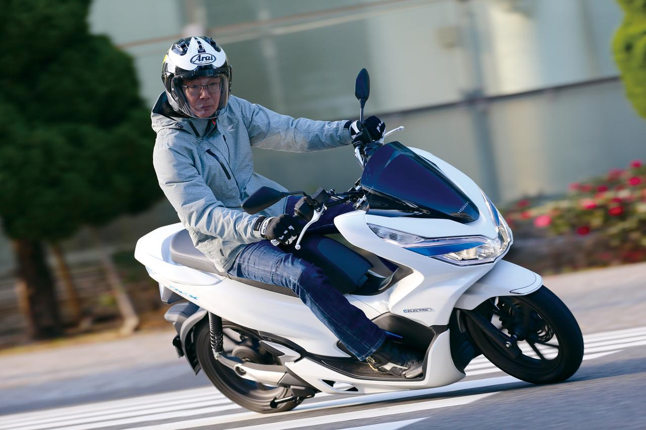 Images : 1番目の画像 - 「【HONDA PCX ELECTRIC】ついに公道デビュー!電動で切り拓くコミューターの未来形【試乗インプレ】」のアルバム - webオートバイ