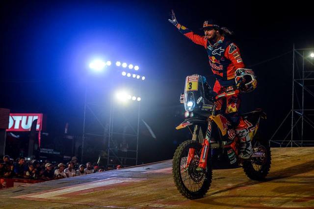 画像: 昨年は総合3位で2016年のダカールラリーの覇者トビー•プライス(KTM)も、もちろん参戦