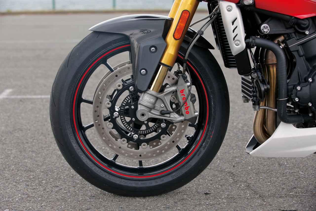 Images : 8番目の画像 - 「【TRIUMPH SPEED TRIPLE R】洗練度を大幅に高めて堂々の凱旋!魅惑の元祖ストリートファイター!【試乗インプレ】(2016)」のアルバム - LAWRENCE - Motorcycle x Cars + α = Your Life.