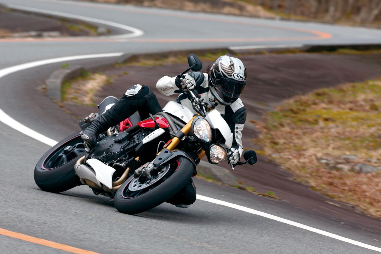 Images : 1番目の画像 - 「【TRIUMPH SPEED TRIPLE R】洗練度を大幅に高めて堂々の凱旋!魅惑の元祖ストリートファイター!【試乗インプレ】(2016)」のアルバム - LAWRENCE - Motorcycle x Cars + α = Your Life.