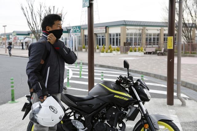 画像: パーキングエリアのバイク駐輪場もひとり… きょう、バイクとすれ違ったの、数えるほどでした