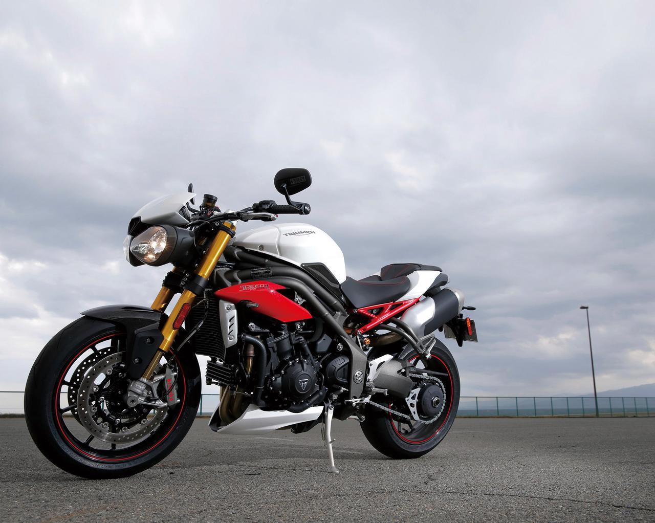 Images : 2番目の画像 - 「【TRIUMPH SPEED TRIPLE R】洗練度を大幅に高めて堂々の凱旋!魅惑の元祖ストリートファイター!【試乗インプレ】(2016)」のアルバム - LAWRENCE - Motorcycle x Cars + α = Your Life.