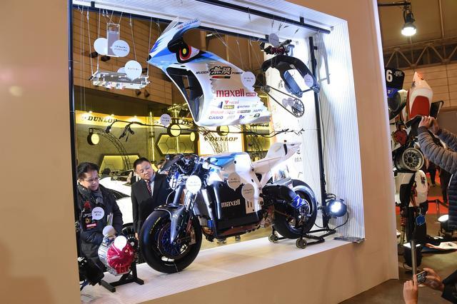 画像: 無限はマン島TTに出場した電動マシンをストリップディスプレイ!