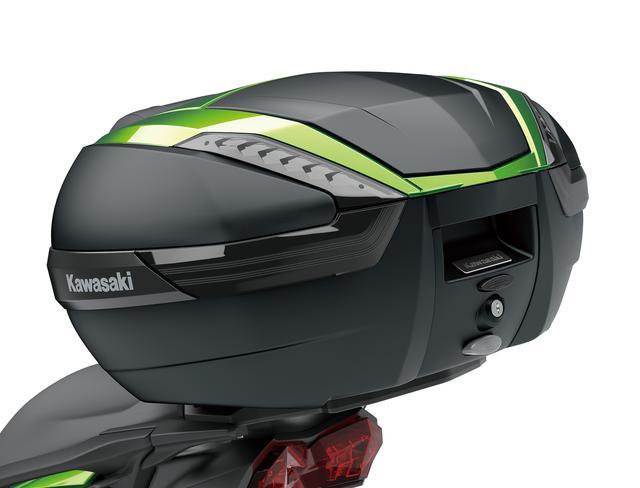 画像: トップケースも大容量の47L。積載重量は5kgで、フルフェイスヘルメット2個を収納できます。