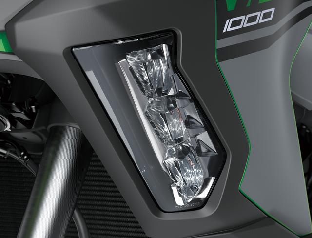 画像: 左右のシュラウドにはLEDコーナリングライトを装備。左右それぞれ3灯のライトが配置され、車体のバンク角によって順番に点灯します。