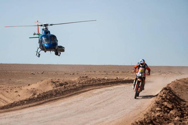 画像: ステージ5を制したサム•サンダーランド(KTM)は、ステージ優勝だけでなく、総合ランキング2位を獲得!