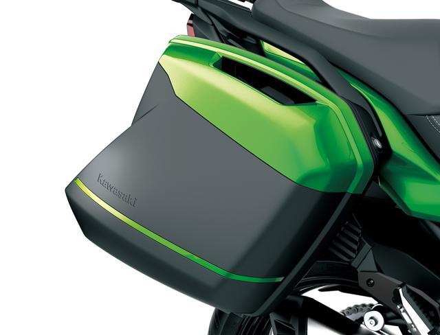 画像: パニアケースはGIVI社製で、左右それぞれ 28Lの容量と5kgの積載量を確保。フルフェイス型ヘルメットが収納できる形状になっています。