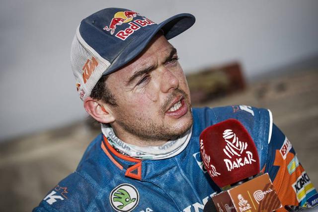 画像: レース後のインタビューに応えるマティアス•ウォークナー。レース中盤はややローペースでトップ5内に入ることもあまりありませんでしたが、安定したレース展開で気がつけば総合3位。ステージ後半になって王者の貫禄を見せつけました。