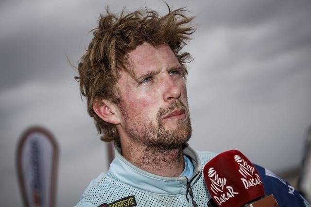 画像: レース後のインタビューに応える、エイドリアン•ファン•ビファレン(ヤマハ)。トップとのタイム差は約9分。このまま順調にレースを進めれば表彰台も充分狙える位置です。