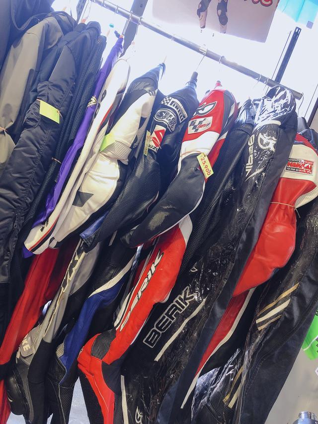 画像: レーシングスーツも!!
