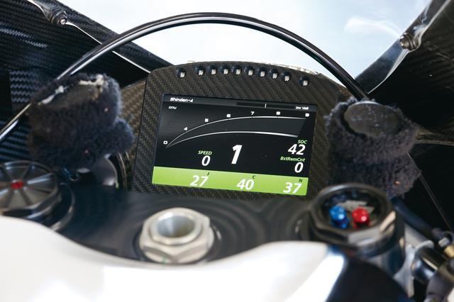 画像2: 世界最速の電動レーサーは驚くほど扱いやすかった