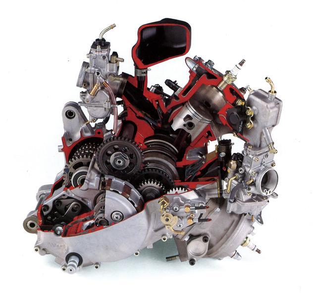 画像: YZR250のノウハウを活かした新開発1軸バランサー水冷V型エンジンを搭載。サーキットでの使い勝手と速さを求めた装備のSPモデルが登場し、社外パーツを組み込むことでパワーアップも可能だった。