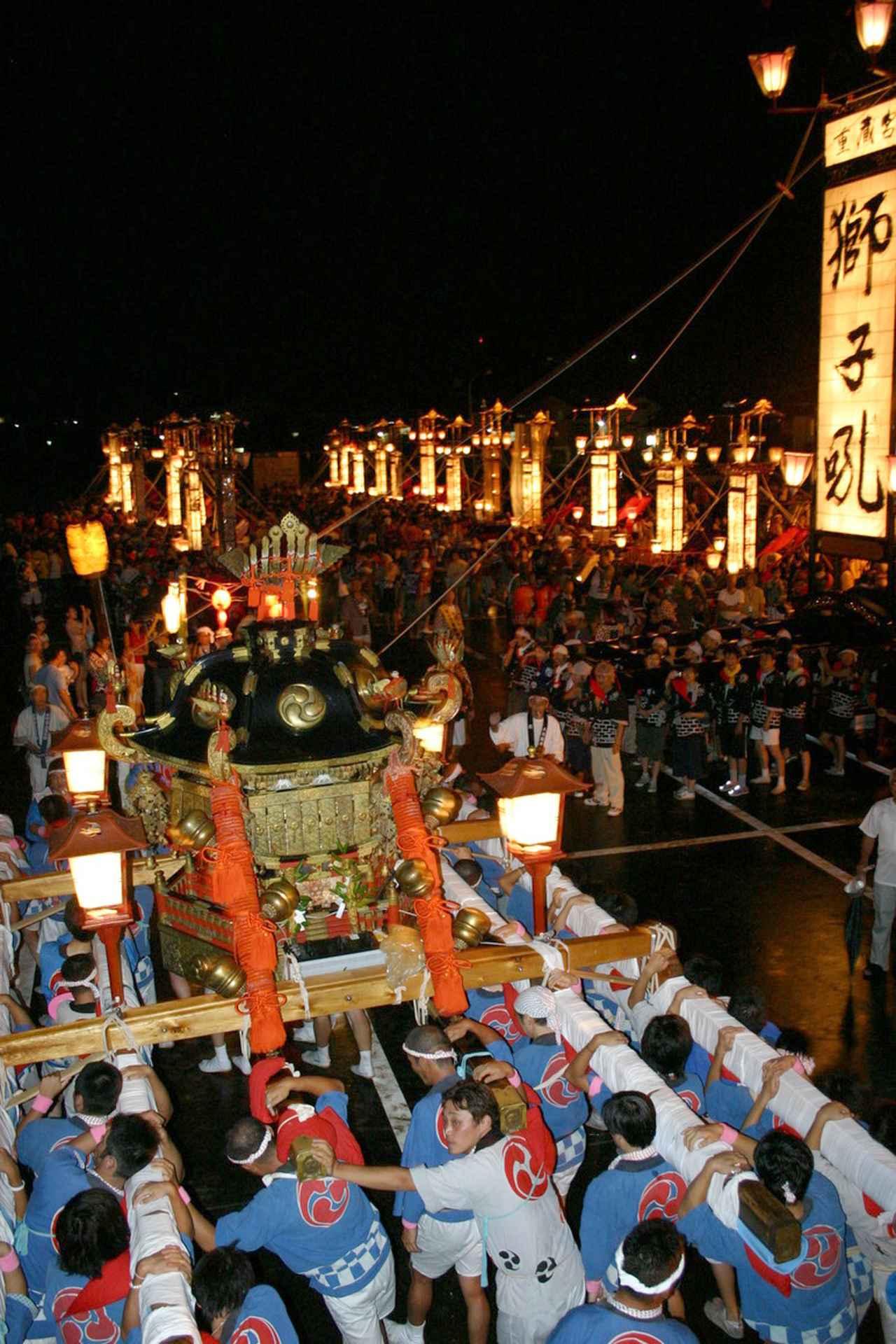 画像: 市長の宣言文にもあったキリコ祭りの様子。能登半島の各地で行なわれています。写真は8月下旬に開催される輪島大祭です。