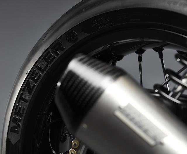 画像: タイヤはメッツラー製のacetec RRスーパースティッキータイヤです。