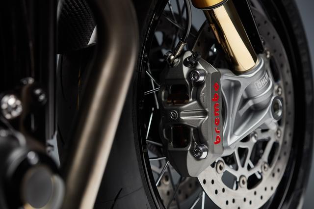 画像: ブレンボ製ラジアルマスターシリンダー。さらにアジャスタブルブレーキレバーもブレンボ製です。