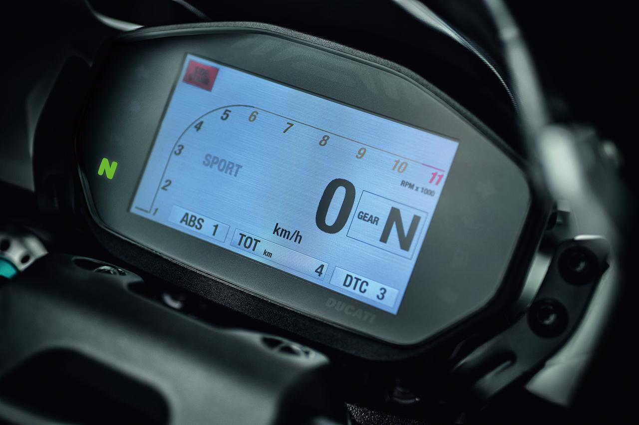 """Images : 8番目の画像 - 「史上最強160HP!かつてない""""強心臓""""のモンスター、発進!【DUCATI Monster1200R】(2015年)」のアルバム - webオートバイ"""