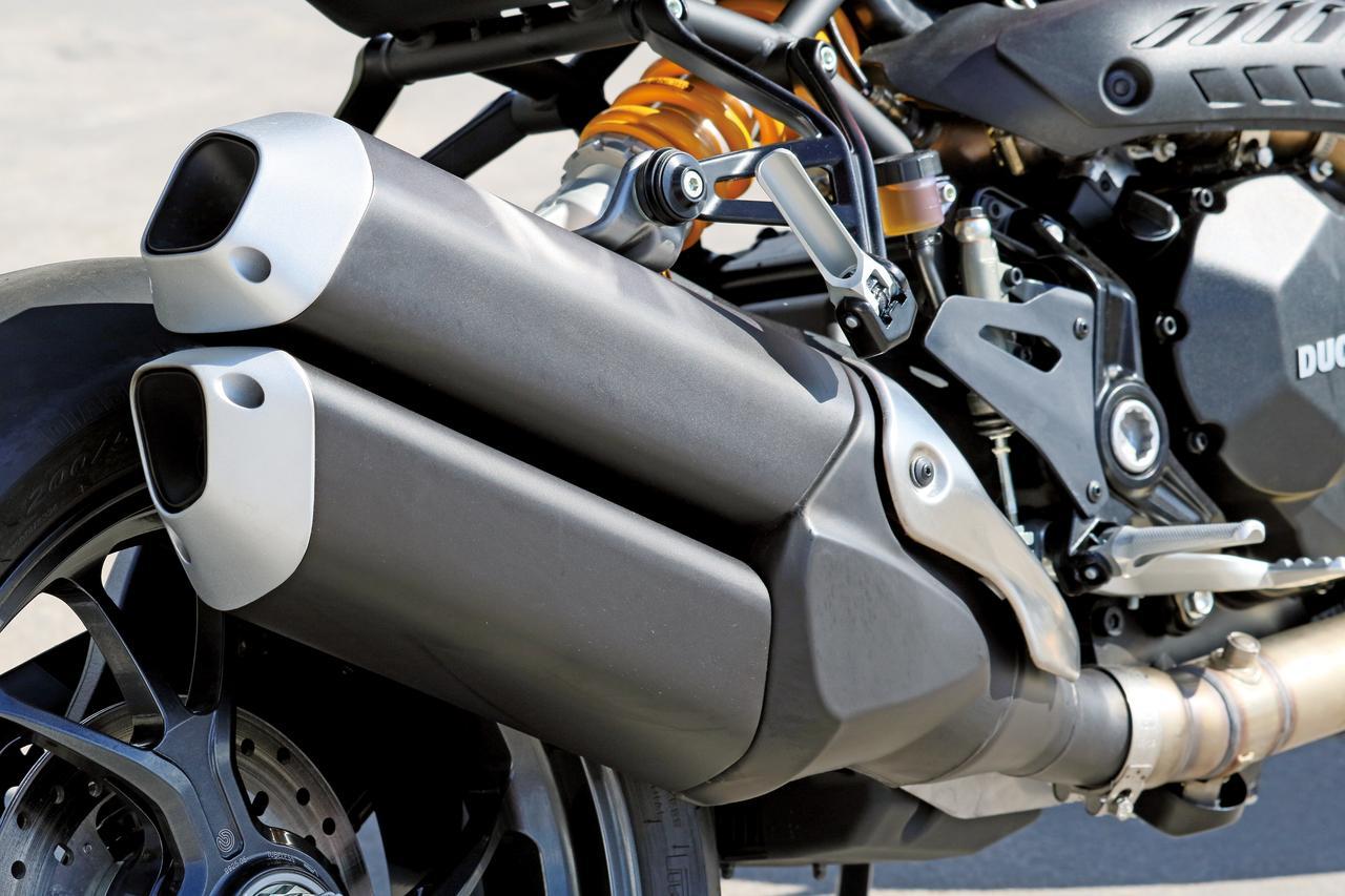 """Images : 9番目の画像 - 「史上最強160HP!かつてない""""強心臓""""のモンスター、発進!【DUCATI Monster1200R】(2015年)」のアルバム - LAWRENCE - Motorcycle x Cars + α = Your Life."""