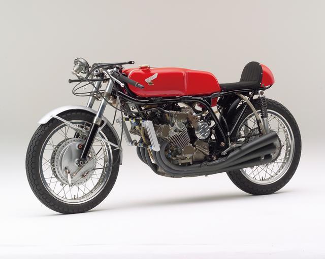 画像: HONDA RC181(1967) 1967年世界選手権ロード、オランダ・アッセンにて開催されたダッチTTレース500ccクラスで、最速ラップレコードで優勝したマシン。GP最大排気量出場車で、最高速度は260km/h以上を誇る。 ●空冷4ストDOHC4バルブ並列4気筒●499.6cc●85PS以上/12000rpm●NA●151kg●NA