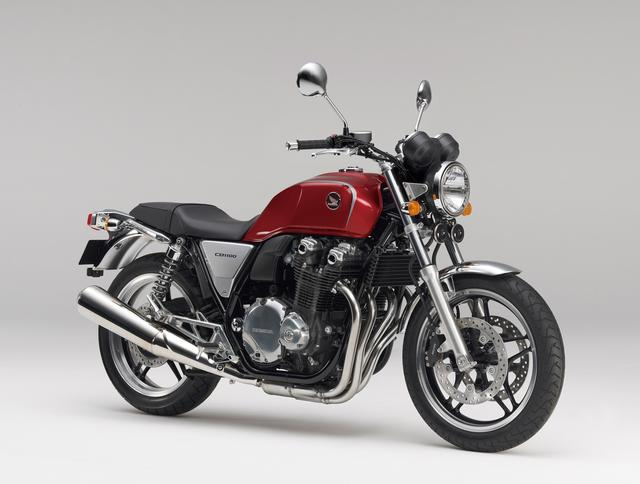 画像: HONDA CB1100<Type II>/ABS(2010/6) Type Iに比べ、Type IIはハンドルグリップ部を30mm低く23mm前方に、幅を40mm狭く設定することでスポーティなライディングポジションとした。 ●空冷4ストDOHC4バルブ並列4気筒●1140cc●88PS/7500rpm●9.4kg-m/5000rpm●243kg/247kg●110/80R18・140/70R18●99万7500円/107万1000円(ABS)