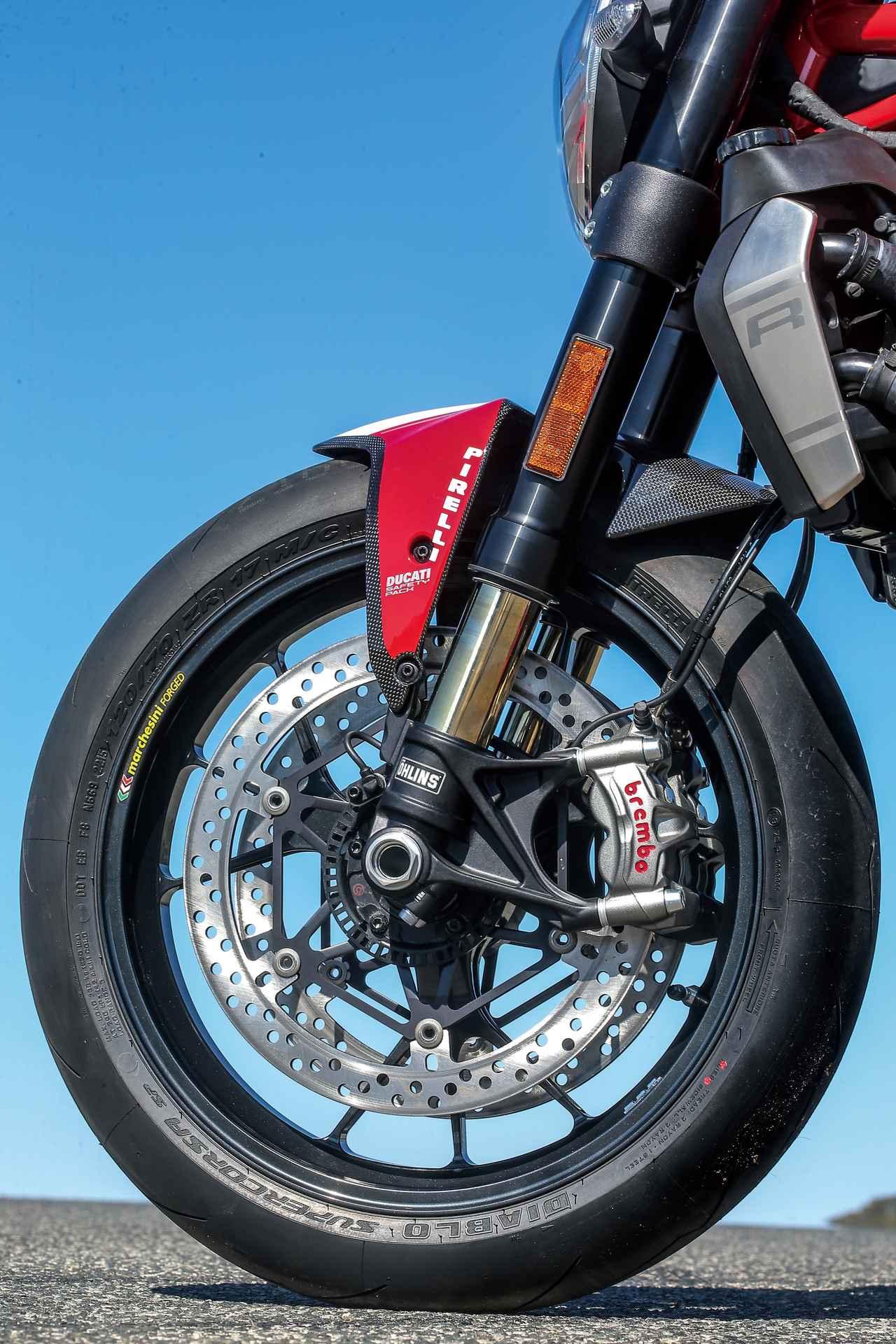 """Images : 10番目の画像 - 「史上最強160HP!かつてない""""強心臓""""のモンスター、発進!【DUCATI Monster1200R】(2015年)」のアルバム - webオートバイ"""