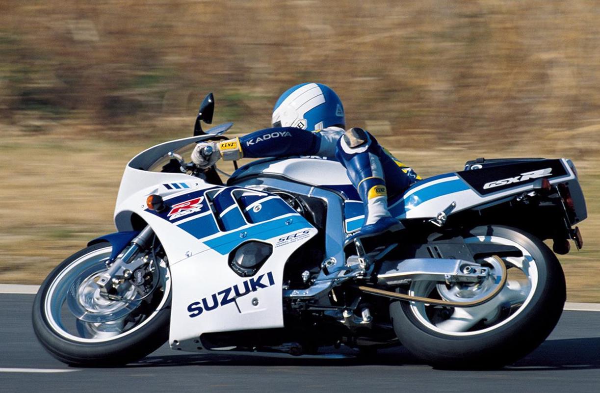 画像: SUZUKI GSX-R400R(1990/2) ●水冷4ストDOHC4バルブ並列4気筒●398㏄ ●59PS/12500rpm ●4.0㎏-m/10000rpm●167㎏●120/70R17・170/60R17 ●73万9000円(当時)