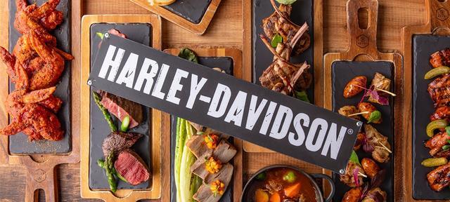 画像: ハーレーハンバーガーや48時間煮込んだビーフシチュー、ハーレーダビッドソンのウィスキーを使用したステーキなど全13種類肉料理が食べ放題です。