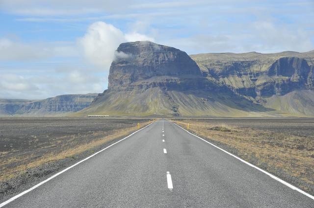 画像: アイスランド。ライダーのみならず、一般観光客にも「絶景の島」としていま話題沸騰中です。