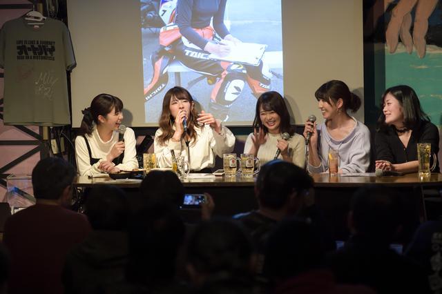 画像1: 左から梅本まどかさん、葉月美優さん、平嶋夏海さん、大関さおりさん、国友愛佳さん