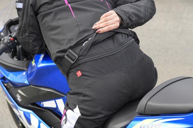 画像: 今回はアルパインスターズさんの、パンツと連結できるジャケットだったので、防寒対策も万全!