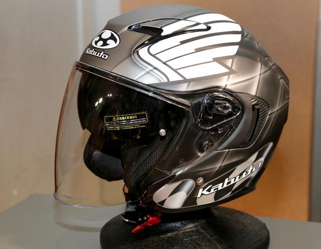 画像: 今年はカブトとのコラボレーションヘルメットも発表されました。元GP500㏄ライダーでホンダとのゆかりも深い宮城光氏のレプリカモデルになります。