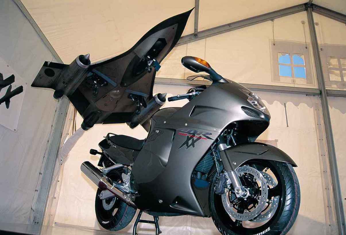 Images : 4番目の画像 - 1996年HONDA CBR1100XX スーパーブラックバード - LAWRENCE - Motorcycle x Cars + α = Your Life.