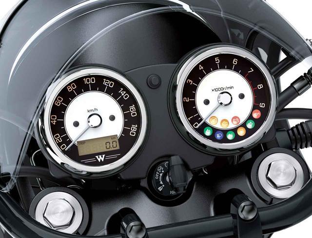 画像: メーターはトラディショナルな二眼式。速度計の液晶画面でオド、トリップ、時計を切り換え表示し、右のタコメーター内に各種インジケーターを配備。