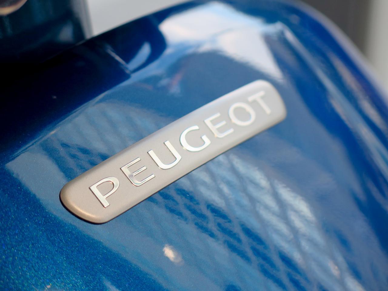 Images : 2番目の画像 - 気品ある質感。ムラをあえて出したシートの表皮も高級感満点! - webオートバイ