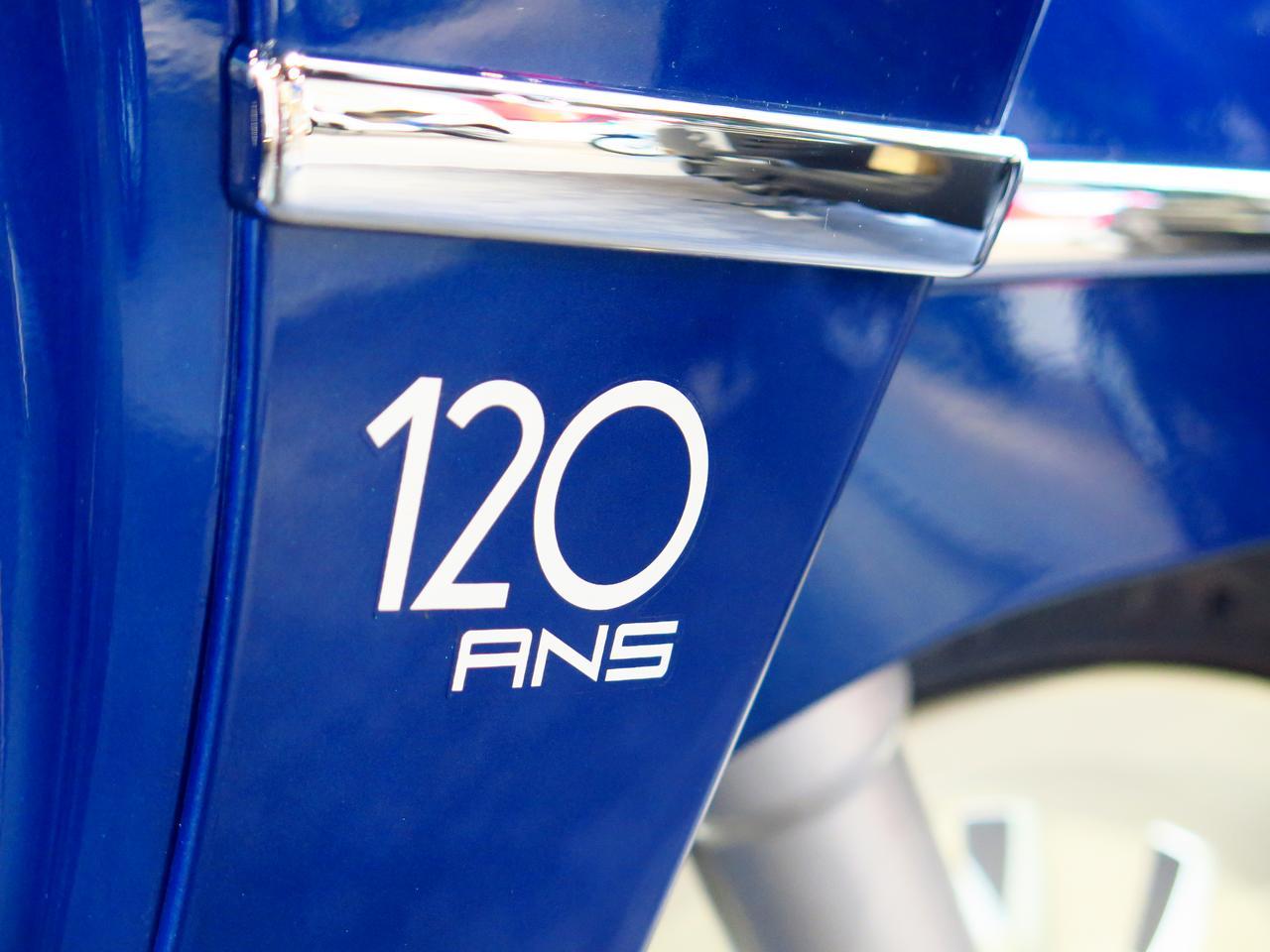 Images : 7番目の画像 - 気品ある質感。ムラをあえて出したシートの表皮も高級感満点! - webオートバイ