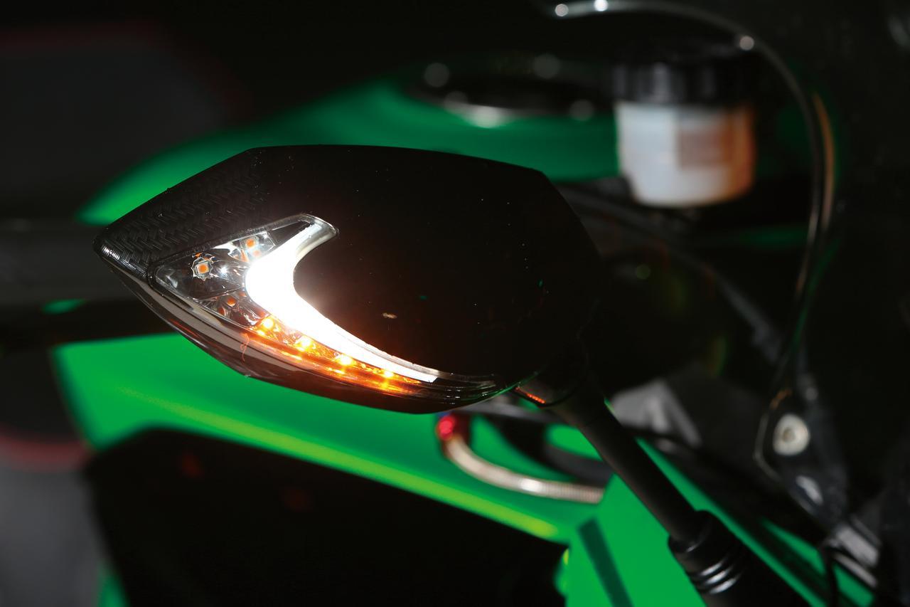 画像1: 純正ウインカーから配線を分岐させて同時点灯させることで、被視認性は大幅にアップ