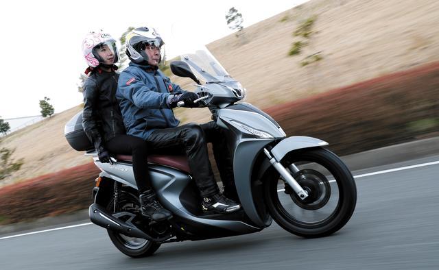 画像2: 欧州で主流の大径タイヤを装備したスクーター。その乗り心地とは?